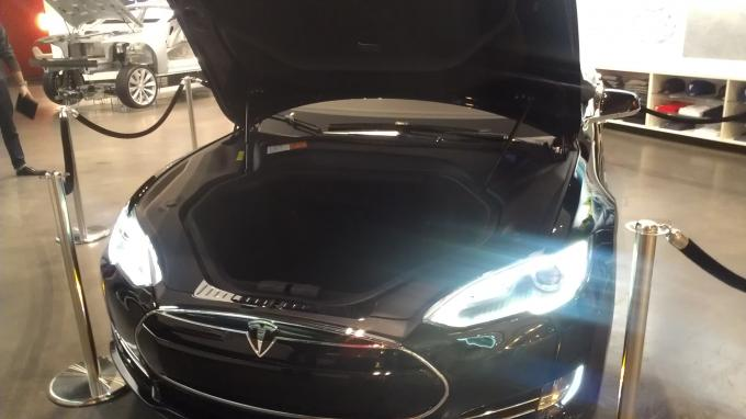 Name:  Tesla 02.jpg