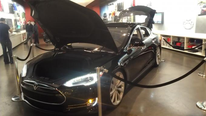 Name:  Tesla 03.jpg